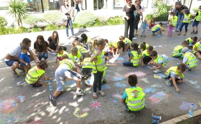 djeca crtaju
